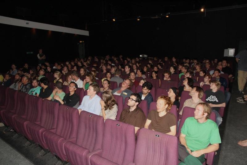 10_voller kinosaal im palatin